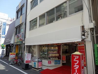 台東区 駅前店舗さん テントの設置作業