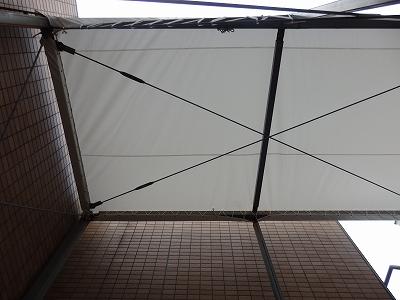 天井にテント(布)設置